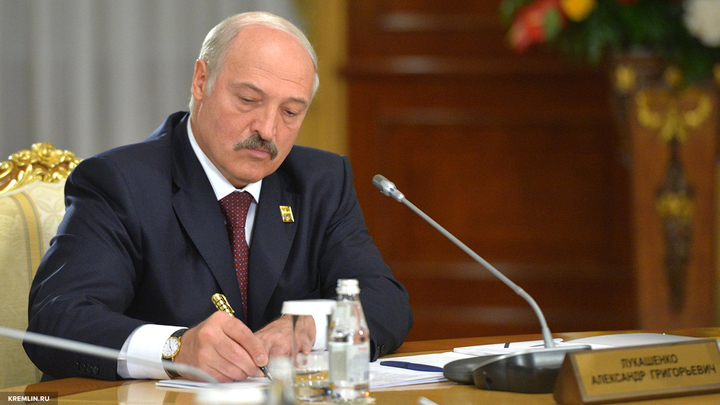 Лукашенко поручил организовать впечатляющий парад ко Дню независимости Белоруссии
