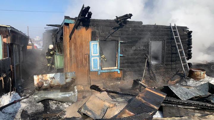 Версия МЧС: К гибели детей при пожаре в Новосибирске могла привести шалость