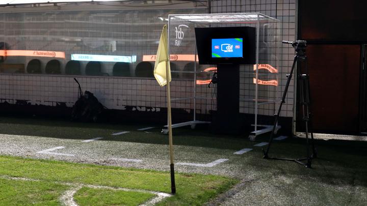 «Дай посмотреть!»: Тренеры английского чемпионата получат возможность смотреть видеоповторы
