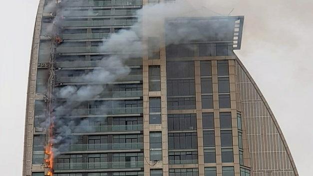 Словно прокляли: В столице Азербайджана снова полыхает башня Трампа