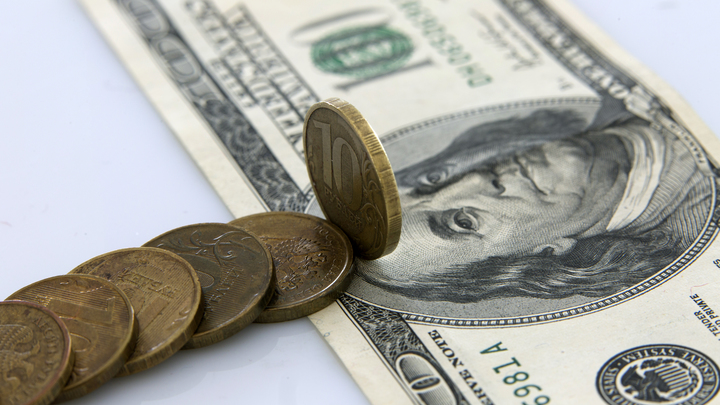 Доллар за 70, евро за 80 - бесконечность не предел? Рубль слабеет, на чьей стороне окажется ЦБ