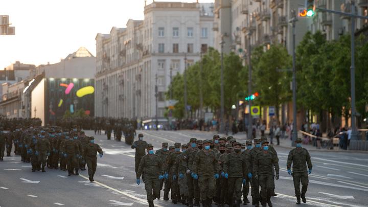 Что за раритеты на параде?: Журналиста впечатлила обновлённая Победа