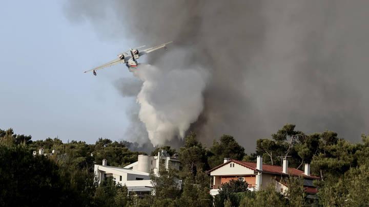 Русский самолёт в одиночку спас Афины от пожара