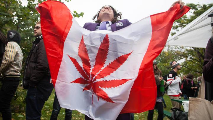 В Канаде выстроились очереди за легализованной марихуаной