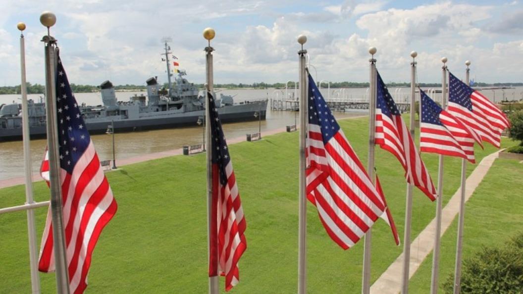 Спецназ ВМС США накажут за провокацию с флагом Трампа – видео