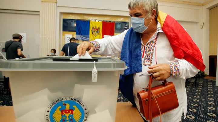 В Молдавии в день выборов призвали к воссоединению с Россией