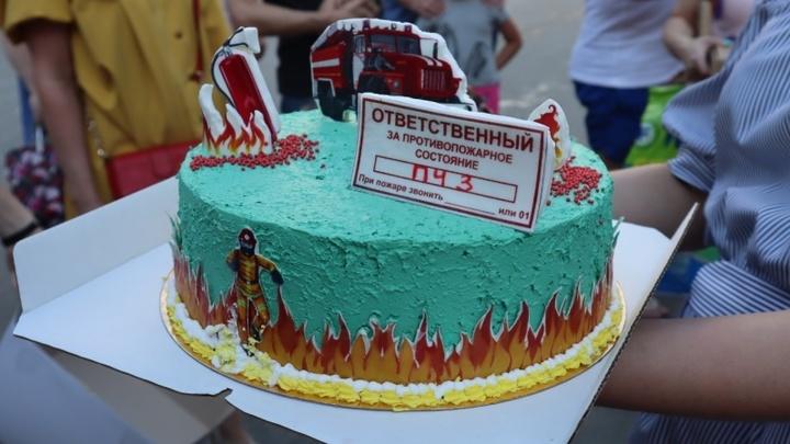 Новосибирцы поблагодарили пожарных за тушение загоревшейся газовой АЗС