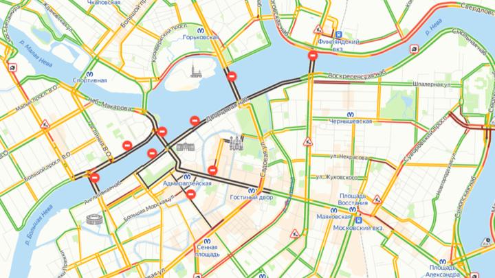 В Петербурге до обеда перекрыли весь центр: в городе проходит Генеральная репетиция парада ВМФ