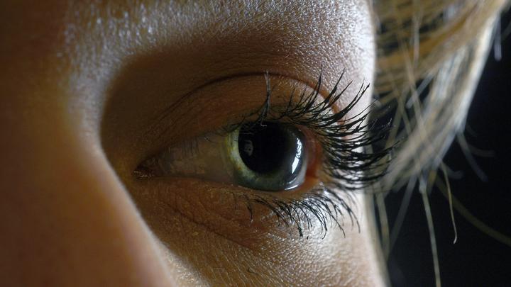 Симптомов нет, а обострение есть: COVID-19 может разбудить болезни глаз