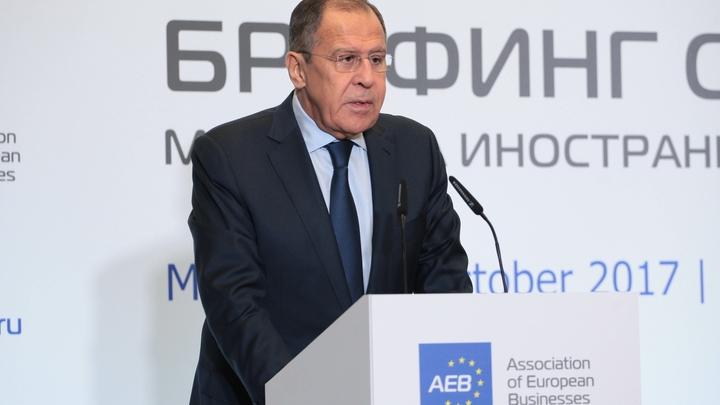 Лавров потребовал от Киева приструнить осквернивших Вечный огонь неонацистов