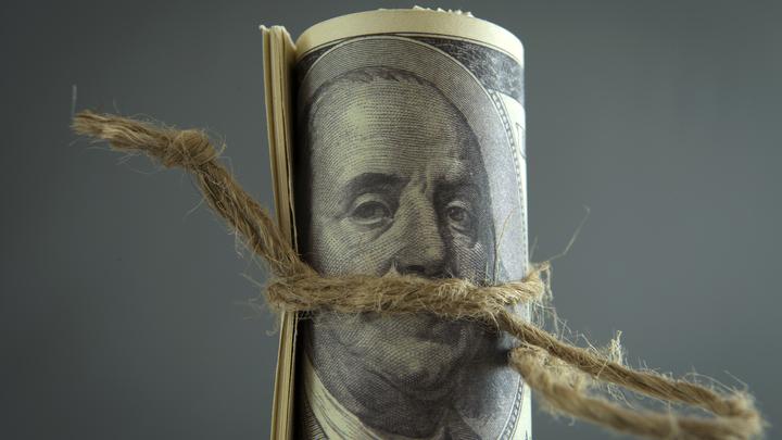 Доллар продолжит слабеть: США сами уничтожают свою валюту - эксперт