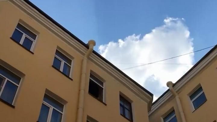 В старинном доме 1879 года на улице Достоевского рухнул потолок