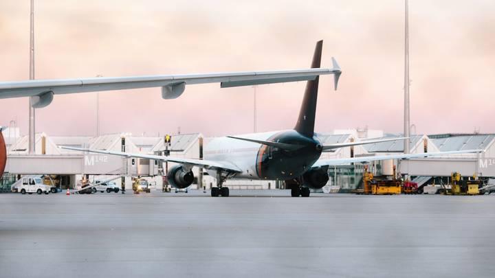 Афганцы штурмуют самолёты США, чтобы убраться из захваченного боевиками Кабула - видео