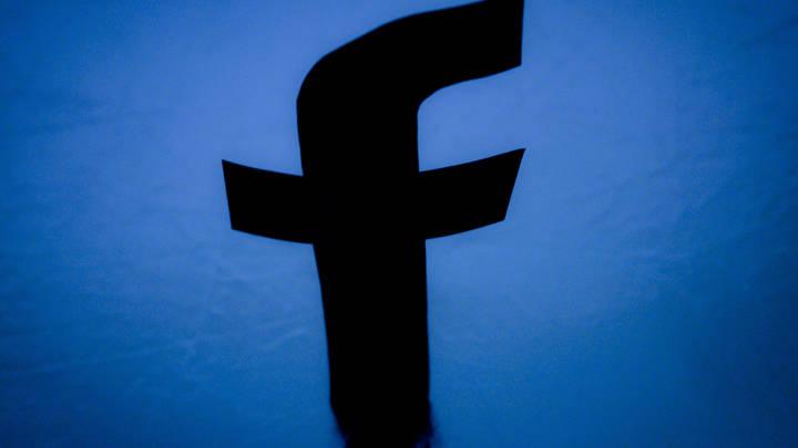 Facebook зависла на несколько часов у пользователей по всему миру