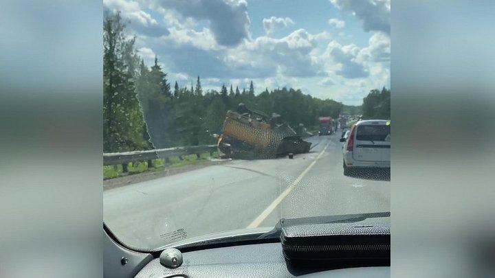 Страшная пробка: в Челябинской области на трассе М-5Лада столкнулась с КАМАЗом