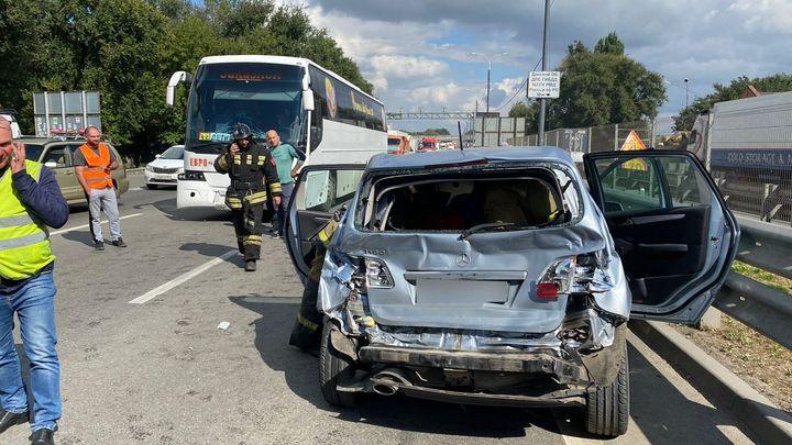 На М-4 в Ростовской области в автобус с 38 детьми врезалась иномарка