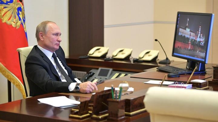 Он знает, что АНБ приложило руку ко всем новым OS: Журналистов удивила Windows XP, которой пользуется Путин