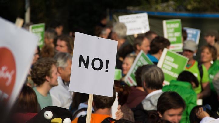 Число протестующих против амнистии коррупционерам в Румынии достигло 300 тысяч