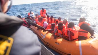 ООН сообщила о смерти почти сотни ливийских мигрантов из-за перевернувшейся лодки