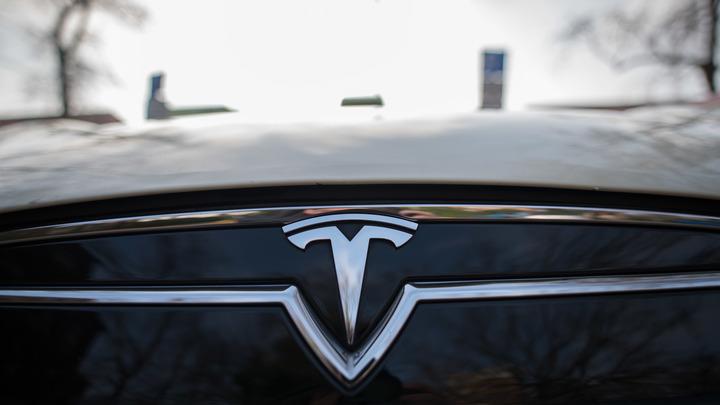 Маск украл идею оскандалившегося джипа Tesla у ФСБ России? В Сети показали два фото