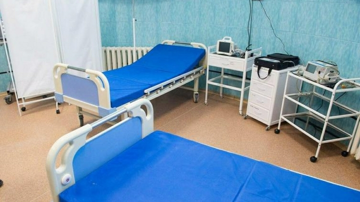 Ждут первых жертв? Северская больница распадается на кирпичи. Чиновники аварийной признавать не спешат