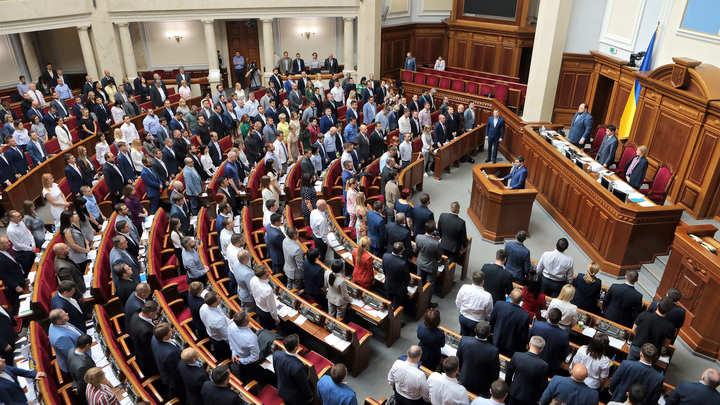 Полная дебилецинация: Депутатов Рады сняли в неприглядном виде - фото