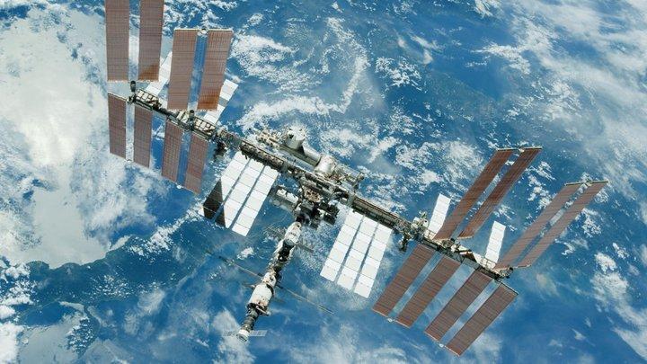 Там нет голых стен: Где на МКС мог быть спрятан таинственный прах, предположил русский космонавт