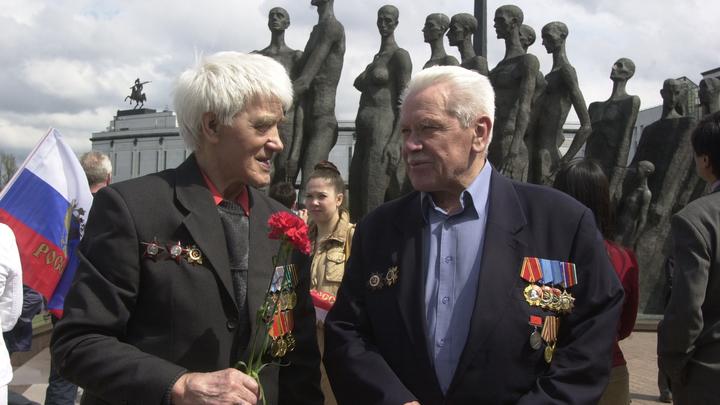 «Мы помним, кто принес нам свободу»: Генконсул Словакии вручил медаль ветерану из России