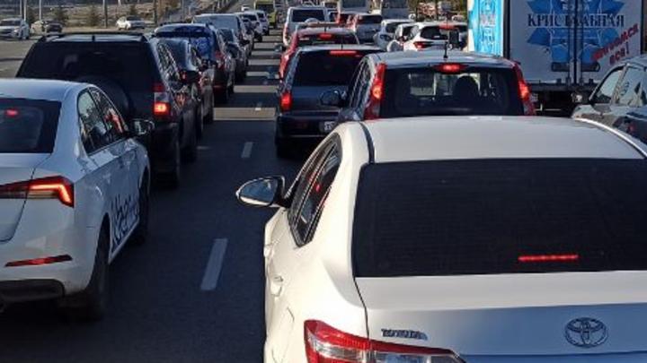 В Челябинской области ДТП на мосту перекрыло трассу М5