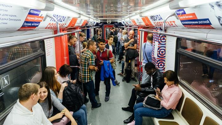 Метро Москвы переводят на особый режим до среды