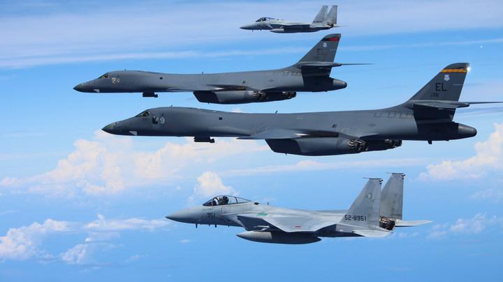 Стратегические бомбардировщики США облетели побережье КНДР