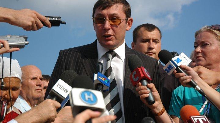Луценко свалил вину за пожар на военном складе под Винницей на Россию