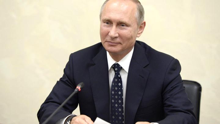 Праздник Путина шагает по миру: Британские дизайнеры выпустили коллекцию одежды в честь президента РФ