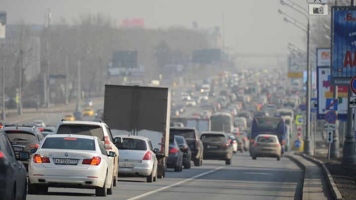 Волоколамское шоссе полностью перекрыли из-за крупного ДТП