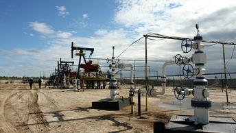 Нефть подешевела до 56,6 доллара из-за роста запасов в США