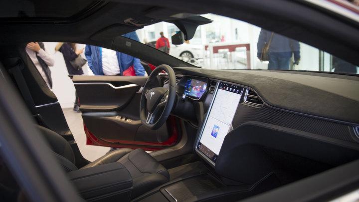 Tesla начала массовый отзыв Model X из-за опасных сидений