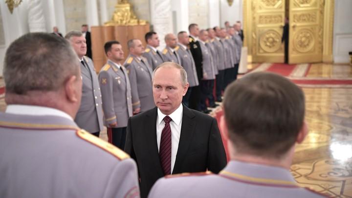 Царь родился: The Economist поместил на обложку Путина в образе монарха