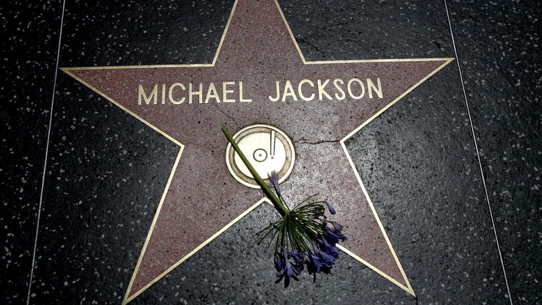 Покойный Майкл Джексон загод заработал 75 млн долларов