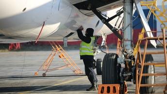 В Магадане два самолета не смогли приземлиться из-за ураганного ветра