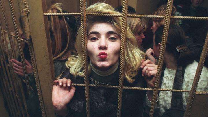 На Украине школьницам преподали урок по безопасной проституции