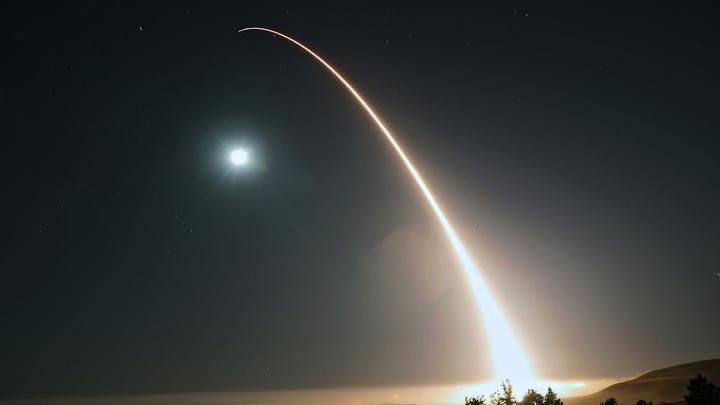 США запустили в Тихий океан новую межконтинентальную ракету