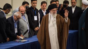 Лидер Ирана предложил Путину отказаться от доллара и изолировать США