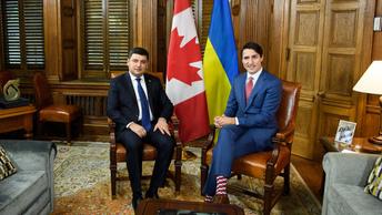 Чем богаты: Гройсман подарил Трюдо украинские носки