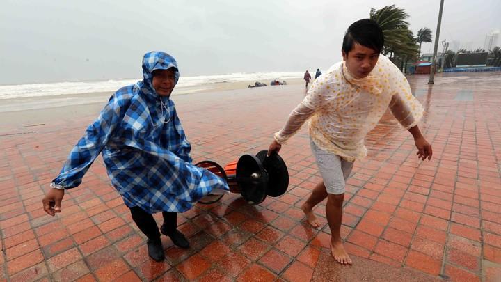 Перед саммитом АТЭС Вьетнам накрыл мощный тайфун, почти 30 человек погибли