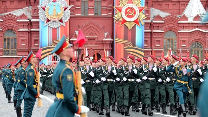 На Красной площади 5 тысяч военных прошли маршем в память о параде 7 ноября 1941 года
