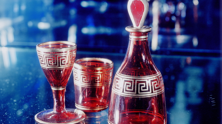 Британские ученые предупредили об угрозе стеклянной посуды с узорами