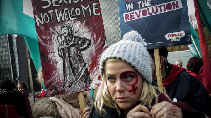Акции феминисток превратились в массовые беспорядки в Брюсселе
