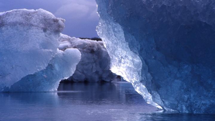 Эксперты обвинили потепление океана в отколе ледника в Антарктиде