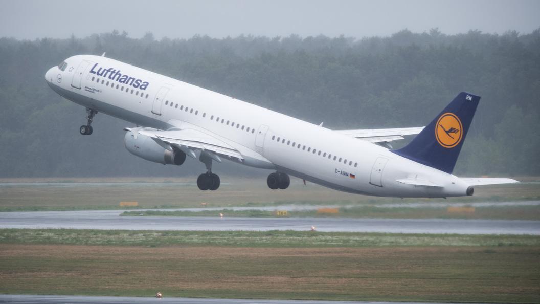 Пассажирка разродилась на борту летевшего над Атлантикой лайнера