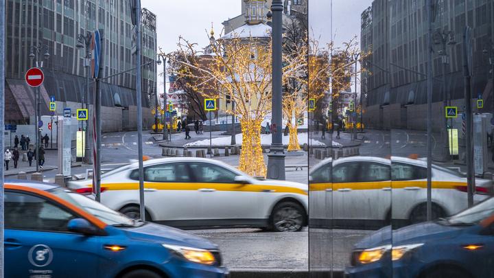 В Яндекс. Такси в 2-3 раза взлетели цены из-за сбоя. Пользователи жалуются на проблемы с Диском, Музыкой и Метрикой